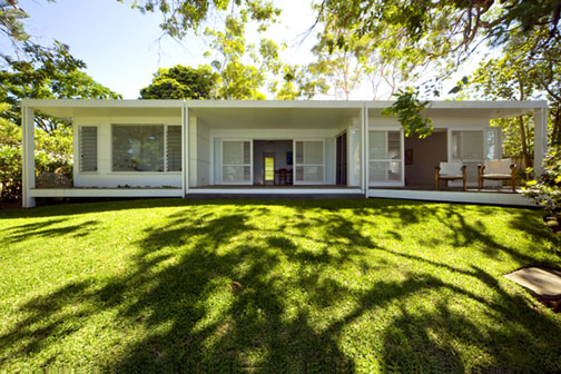 Reliving the past recycling a 1950s fibro cottage for 1950s beach house designs